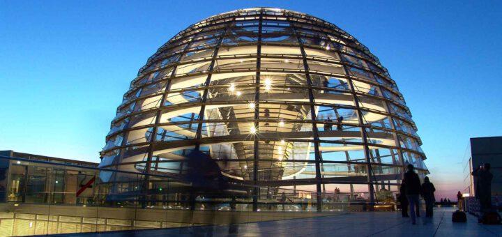 durchsichtige Kuppel vom Bundestag