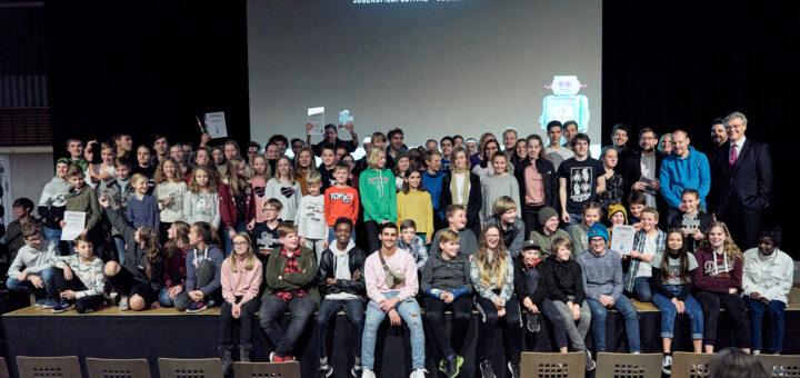 Jufinale Gruppenfoto mit allen Teilnehmer*innen