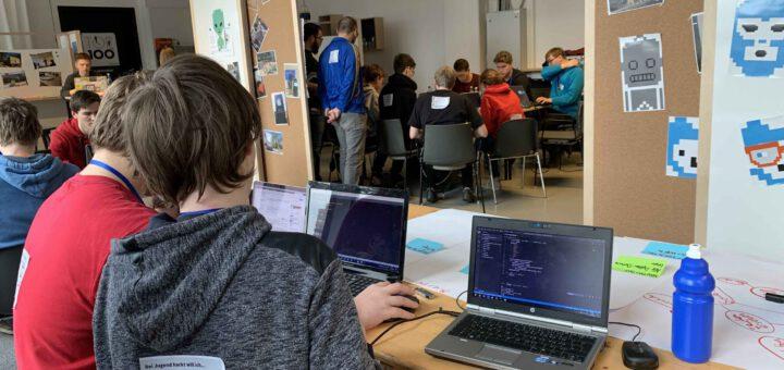 Jugendliche beim Hacken