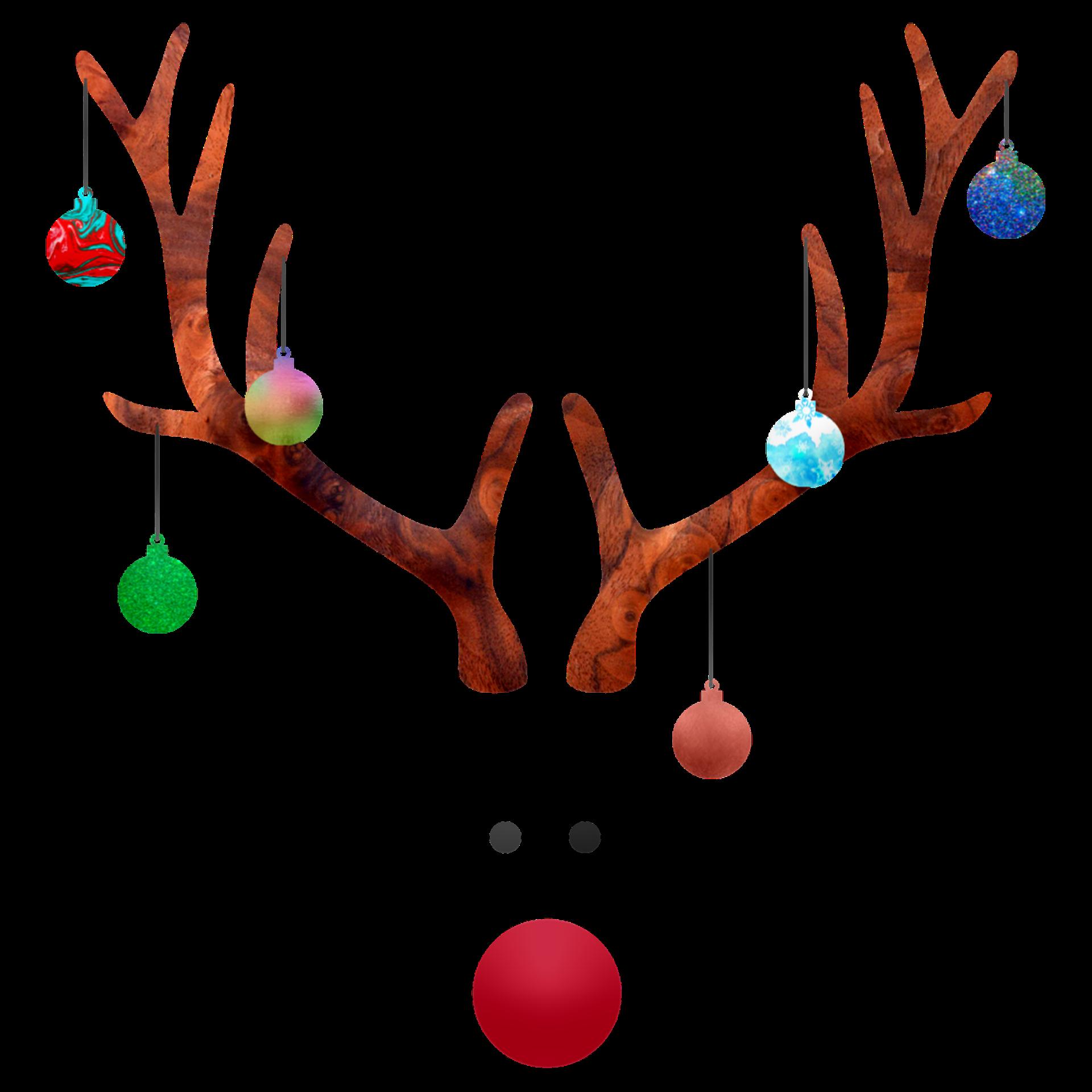 Renntier mit Weihnachtskugeln im Geweih