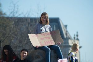demonstrierendes Mädchen